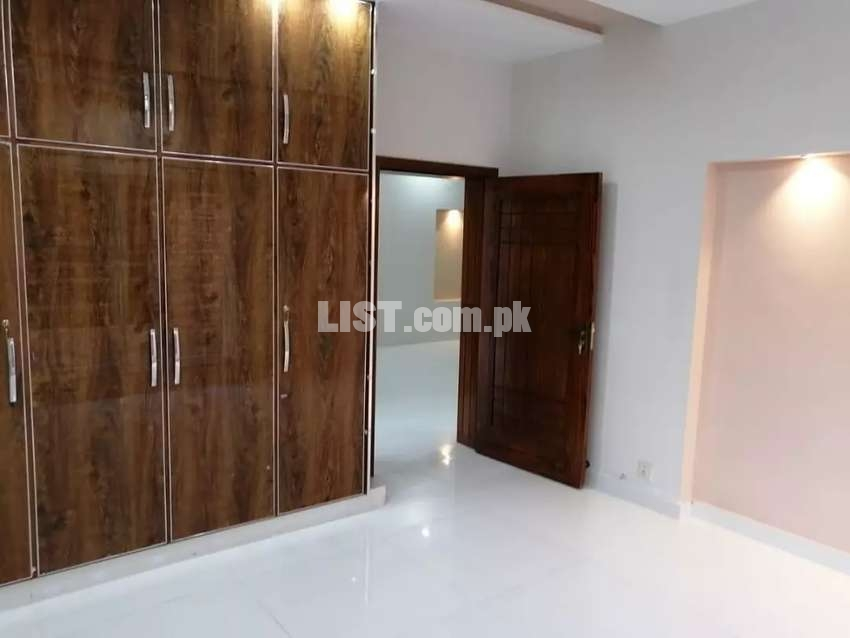 12 Marla Luxary Brand New House For Rent in Bahria Town Lahore.