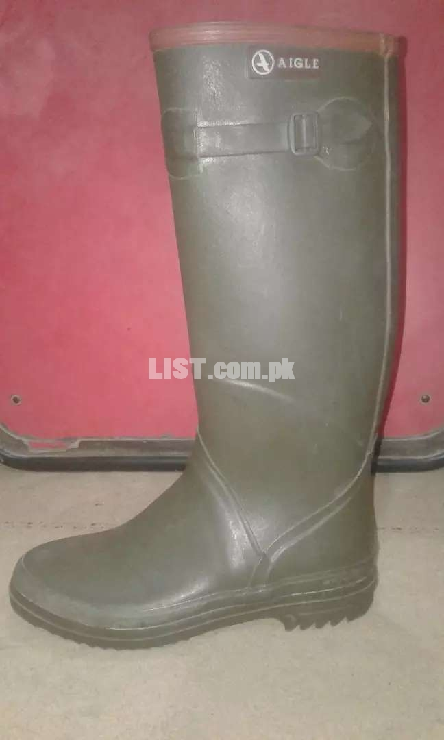 Enjoy snowfall with Long Rubber boot (slightly used)