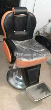 Beauty parlour chair for sale only 1 month used